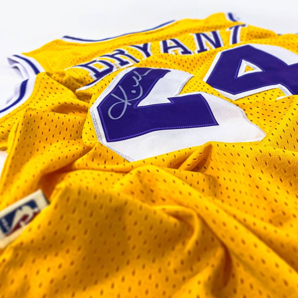 Kobe Bryant Signed Los Angeles Lakers Jersey2